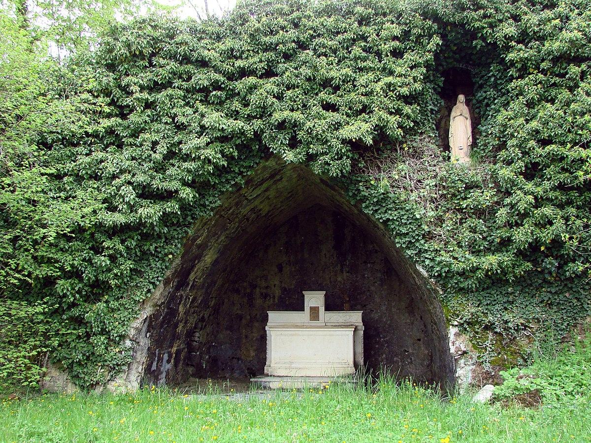 1200px-Grotte_de_Blanaz_02.jpg