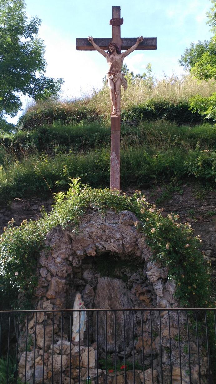 Conquête de la Croix et du trésor de Foi. Croire en Jésus, c'est aimer, espérer, vaincre. C'est posséder. Posséder les armes contre les forces du mal qui nous entourent, et ainsi atteindre le Royaume éternel.