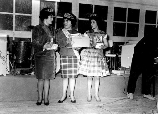 1962-Les reines recoivent leurs cadeaux