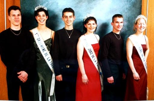 2003-Reines et chevaliers servant