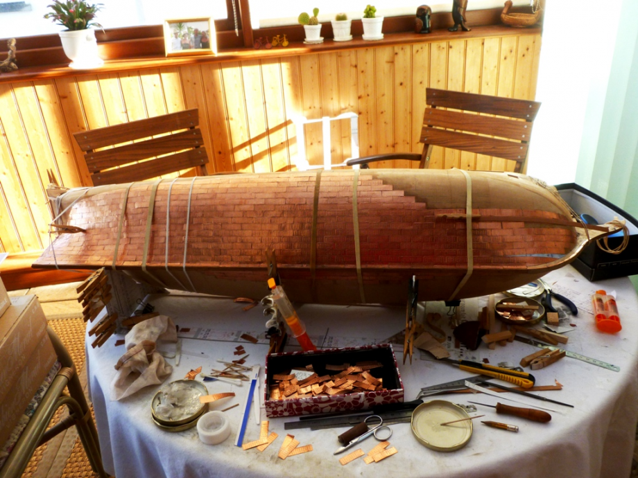 Plaques de cuivre sur la coque pour protéger de l'attaque des tarets, mollusques bivalves qui s'attaquent aux bois immergés