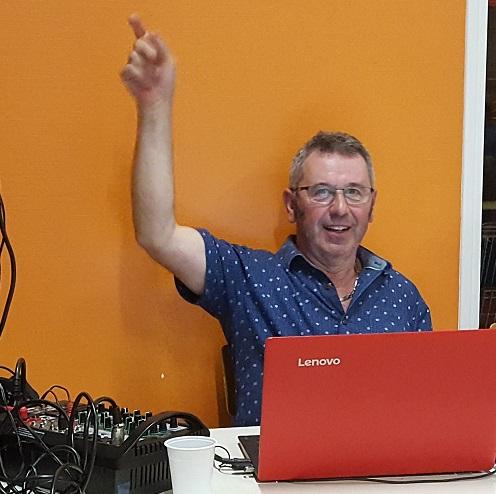Noël notre DJ de St Brice Danse !