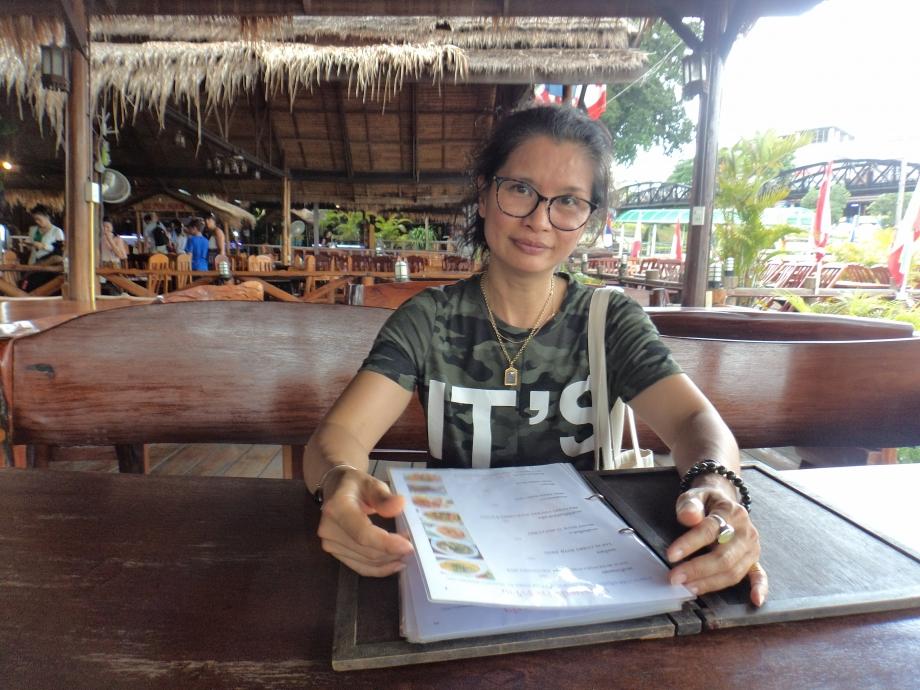 Sunanta LOSUWAN  44 ans Thaïlandaise , spéléologue  au S3C Caniac du Causse Traductrice  Née a Kanchanaburi, assure la liaison avec les contacts locaux, participe aux explorations.