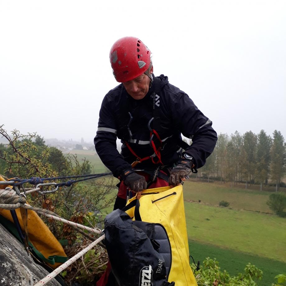 Didier Rateau 55 ans spéléologue S3C Caniac du Causse, cristallier, alpiniste et spéléologue depuis 1979. chef d'entreprise ingénieur géotechnicien , artificier. Chef d'expédition