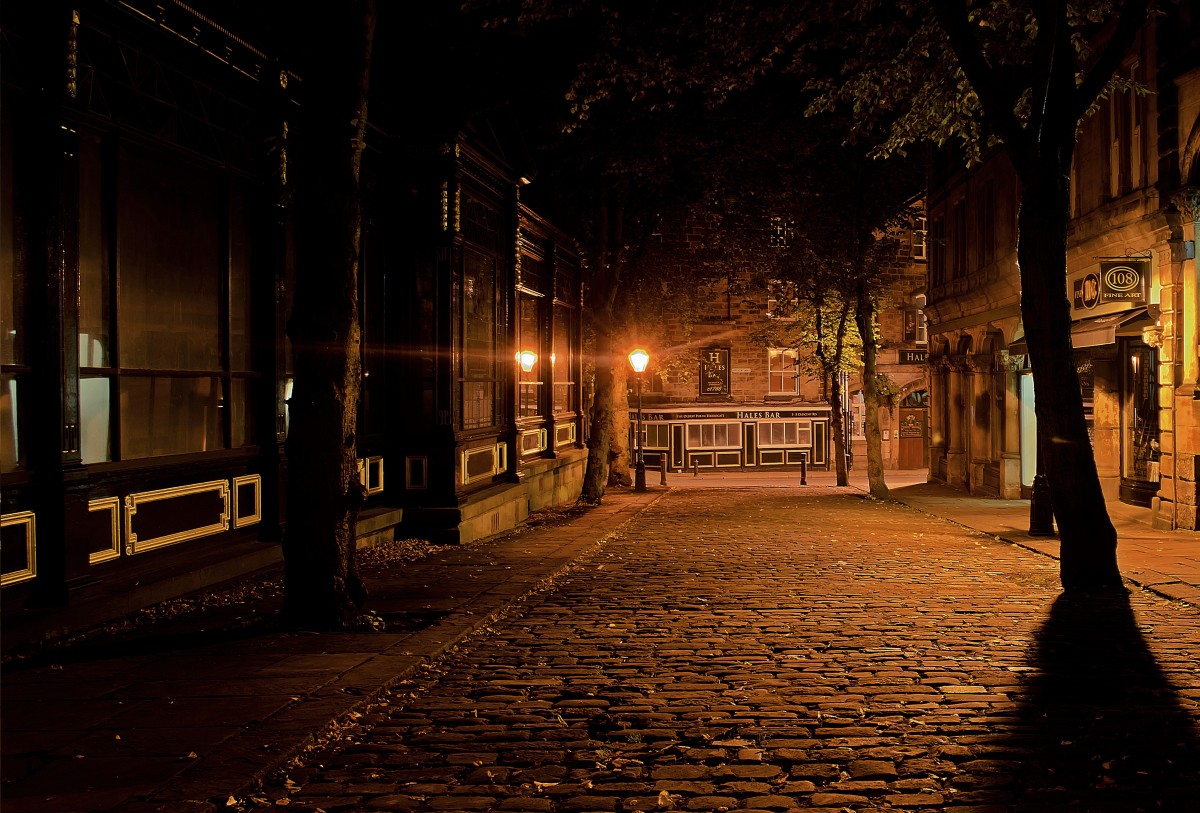 cobbles_dark_light_night_sidewalks_silhouette_street_street_lamp-961034.jpg
