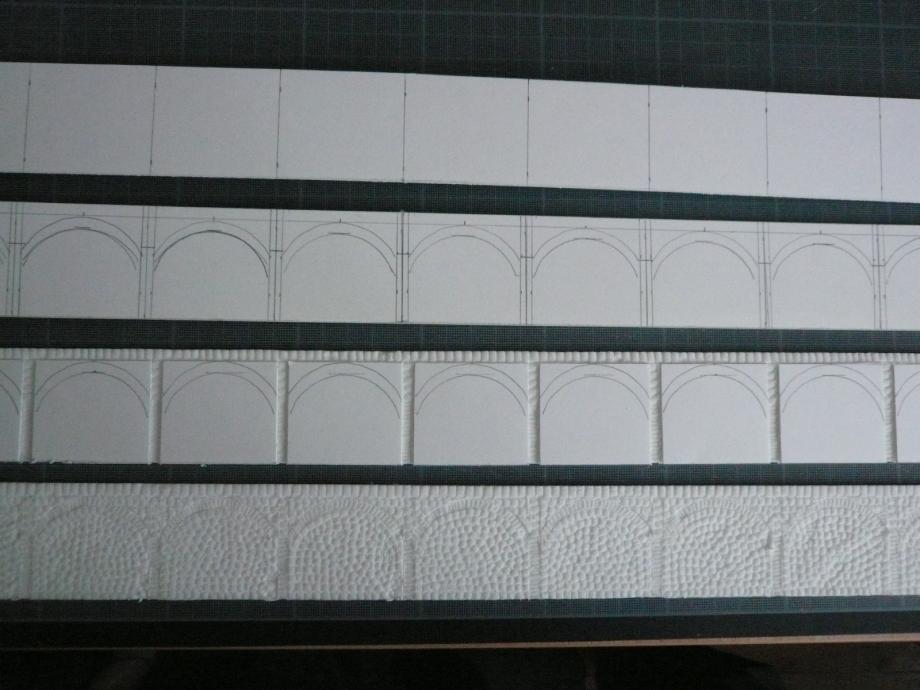 Les différentes étapes de la construction de ces plates-formes, murs faits avec un emporte-pièce.