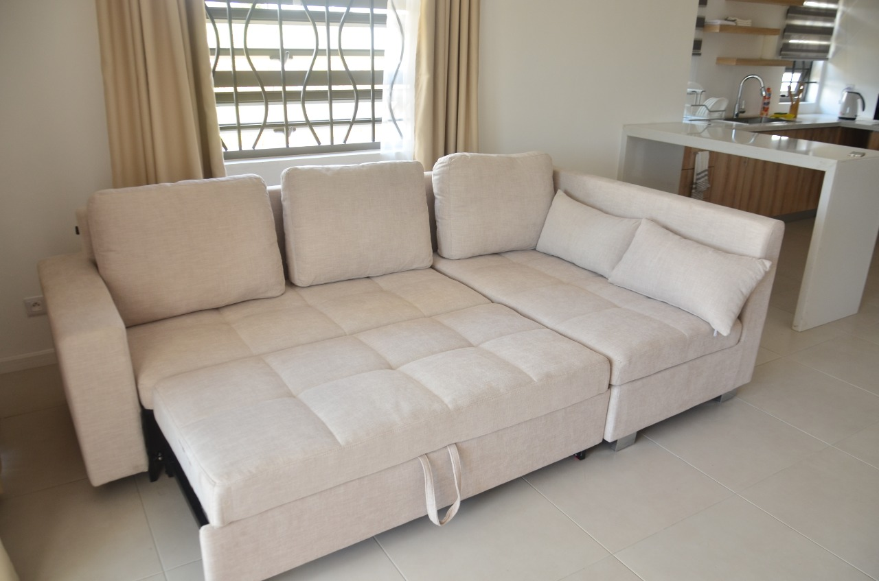 un canapé transformable en lit pour 2 personnes