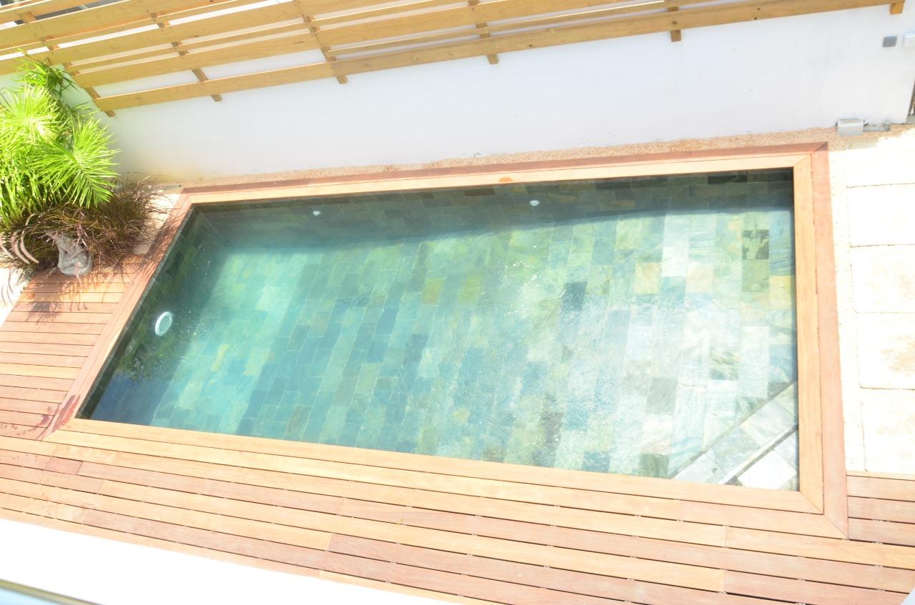 Vue de votre terrasse sur la piscine commune pour les 3 logements