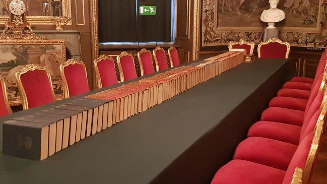 Messieurs, à vos livres! Palais Royal de Stockholm...