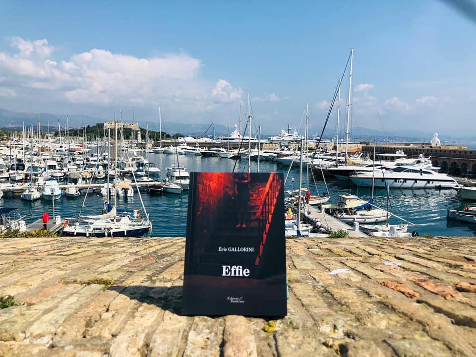 Effie face au port Vauban Antibes, Marjorie