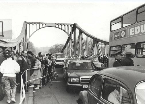 Glienicker Brücke 1989 Hans-Dieter Behrendt 1.jpg