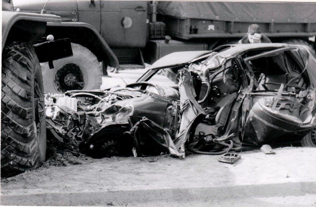 Les restes de la voiture vus du côté gauche….jpg