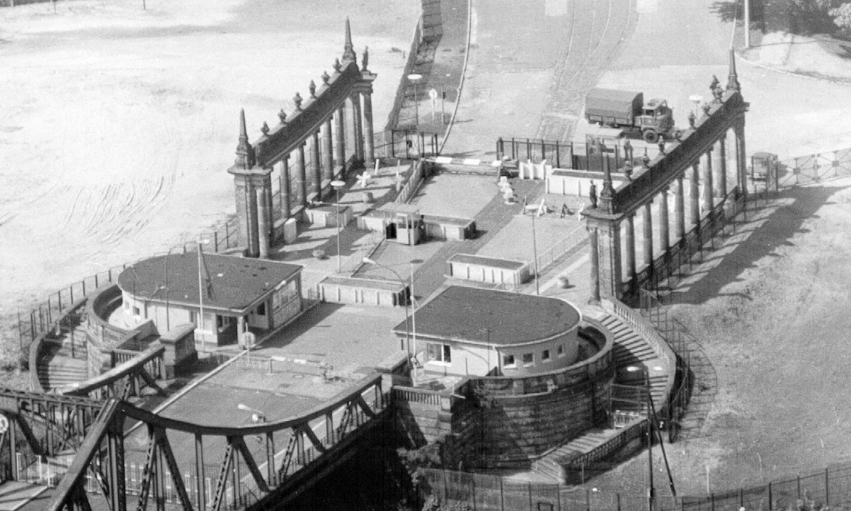 Le pont des espions entre Potsdam et Berlin Ouest.jpg
