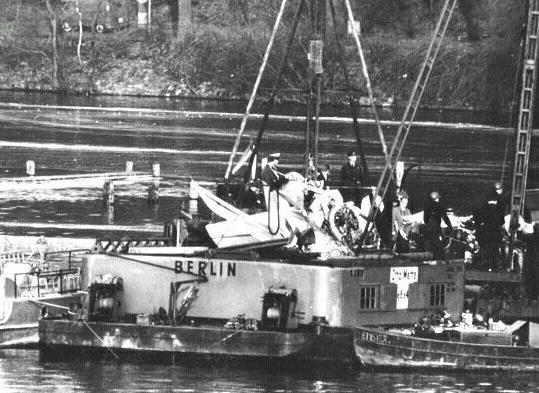 Firebar 6- Débris sur la barge.jpg