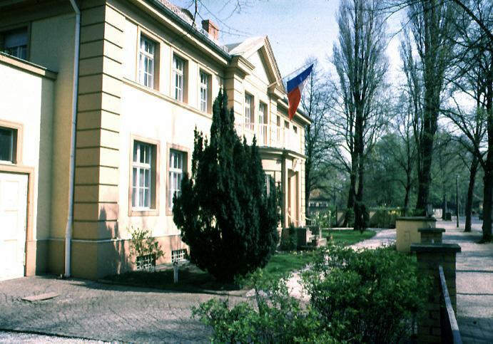 Grande villa côté rue
