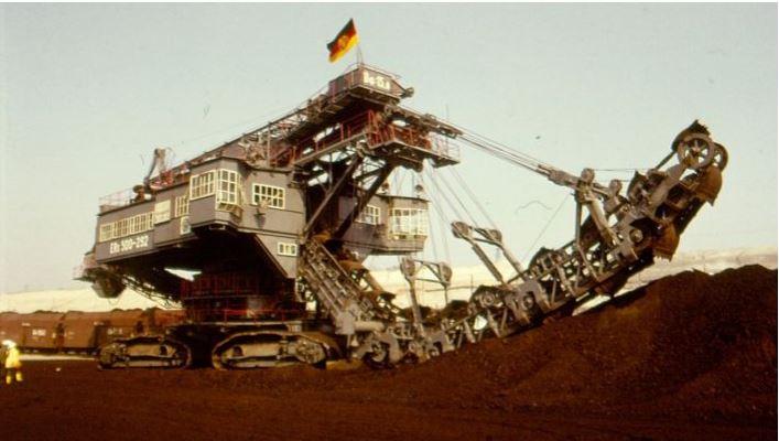 Excavatrice dans la mine de lignite de Cottbus-Nord (brochure DDR)