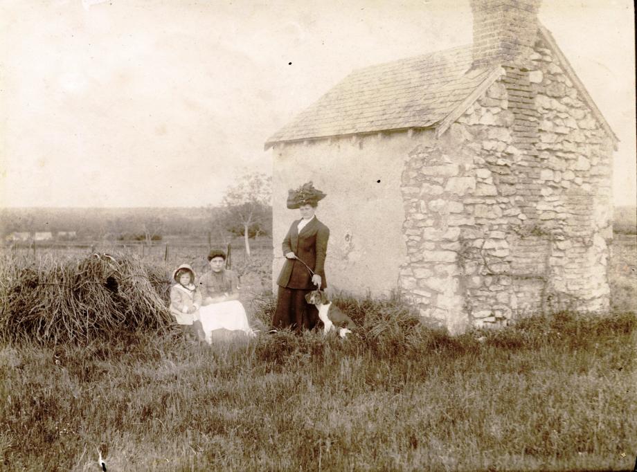 En promenade à la vigne, mars 1911... Coll. Les Mangeurs de Grenouilles