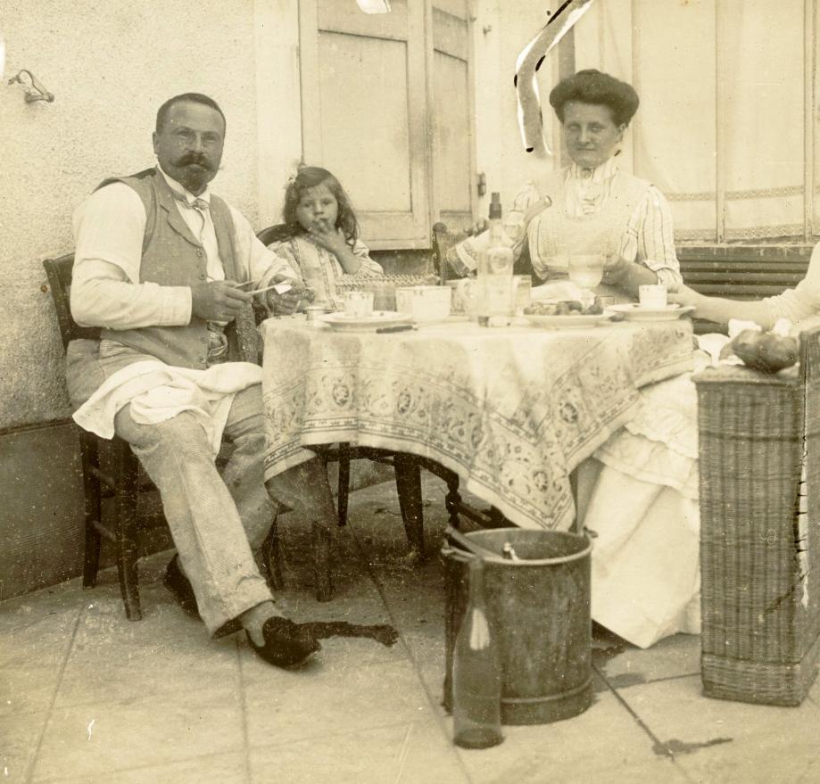 M. et Mme Amédée ZANOTTE et leur fille, Madeleine  Coll. Les Mangeurs de Grenouilles