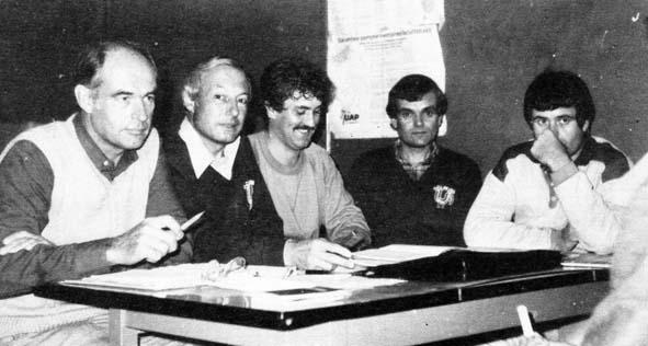 Assemblée Générale 1986 : Armand LE GALL (secrétaire) - Bernard BOUQUINAU (président) - André PROT (animateur sportif) - Claude HÉRAULT (trésorier) et Jean-Paul POUILLARD (professeur) -  Coll. Romain PERSONNAT