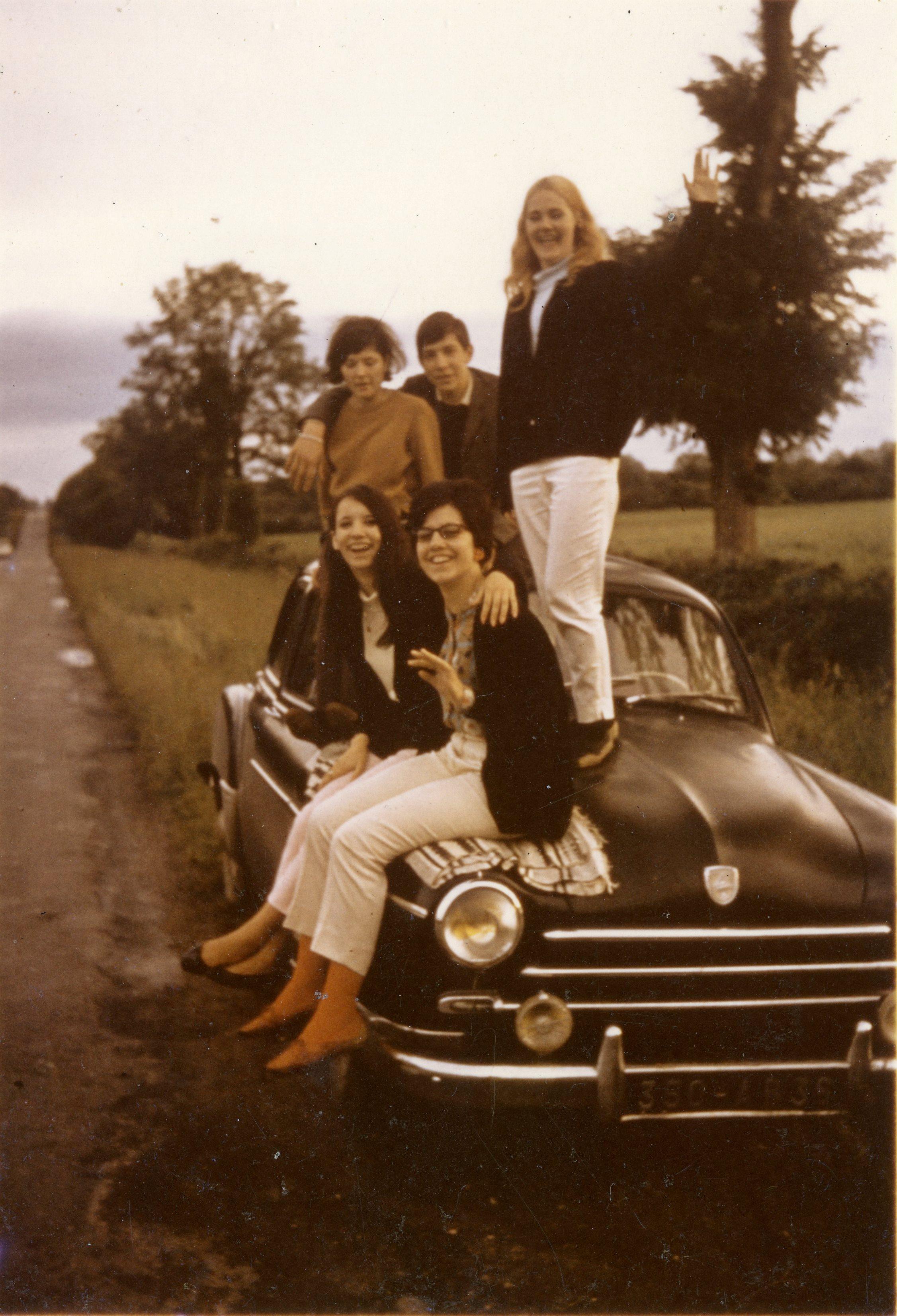 Jeunes thiaulins dans les années 1960 : Anne-marie THIDET, Josette BÉGUIN, Claudine DARCHE, Marcel GAILLARD et Claudette MARTINAT Coll. Romain PERSONNAT