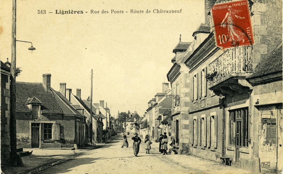 A droite, l'hôtel de LA CROIX de MISSION Carte-postale - début XXe -Coll. Romain PERSONNAT