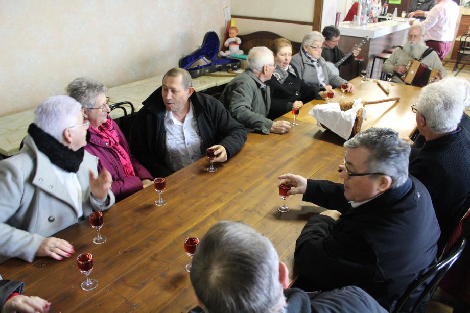 Le vin d'honneur au Café Berrichon.