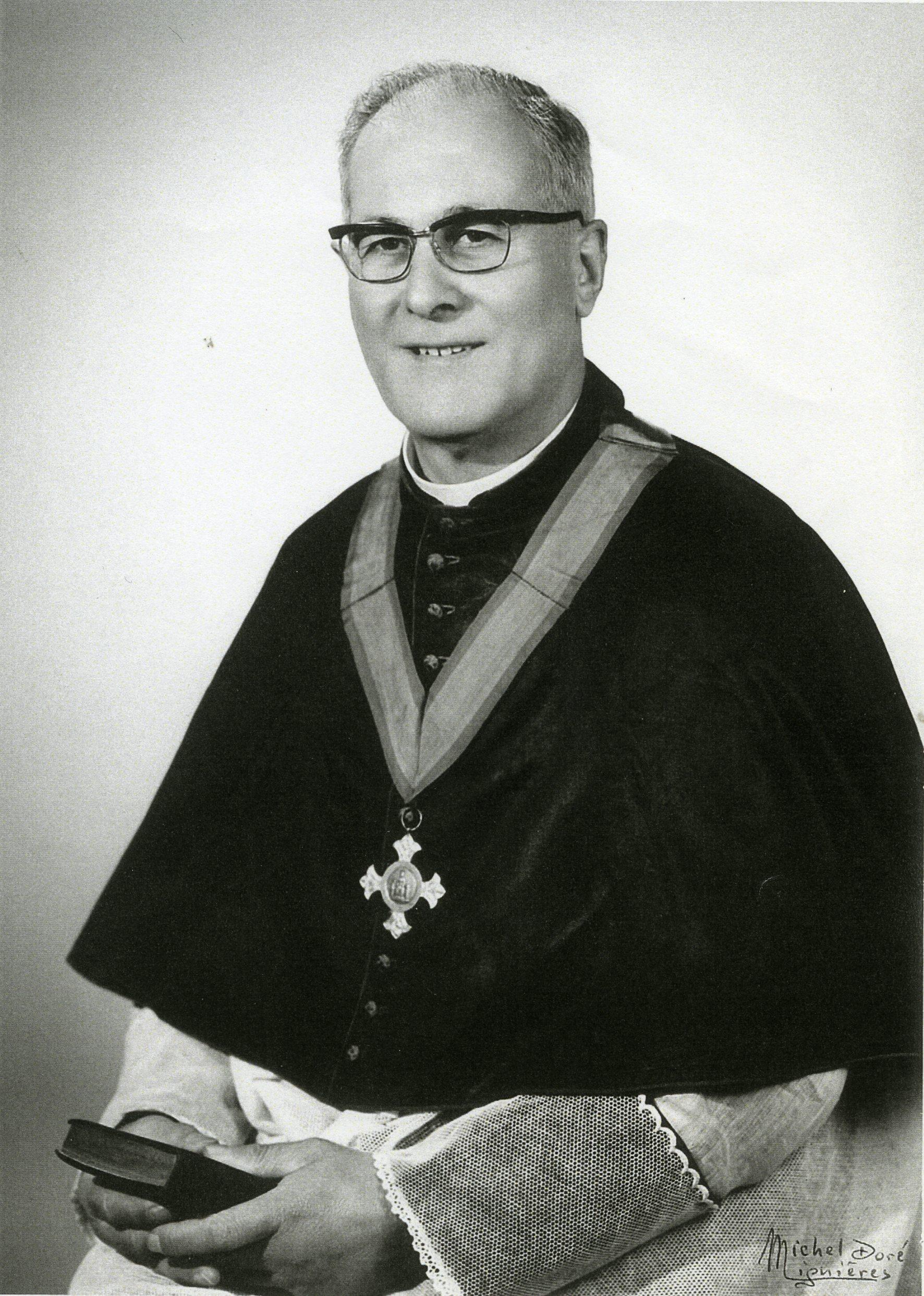 Jacques SÉVEAU, curé-doyen de Lignières de 1956 à 1986 (© Michel DORÉ - Coll. Francis GAILLARD)