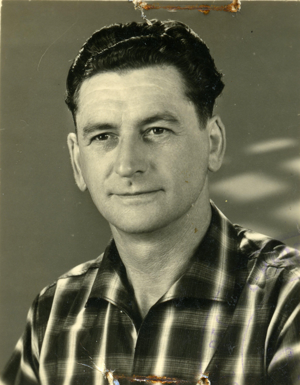 Raymond STANCHINA (1913/1993), garagiste, route de La Celle-Condé. (Coll. Yvette BERNET & Mireille PORET)