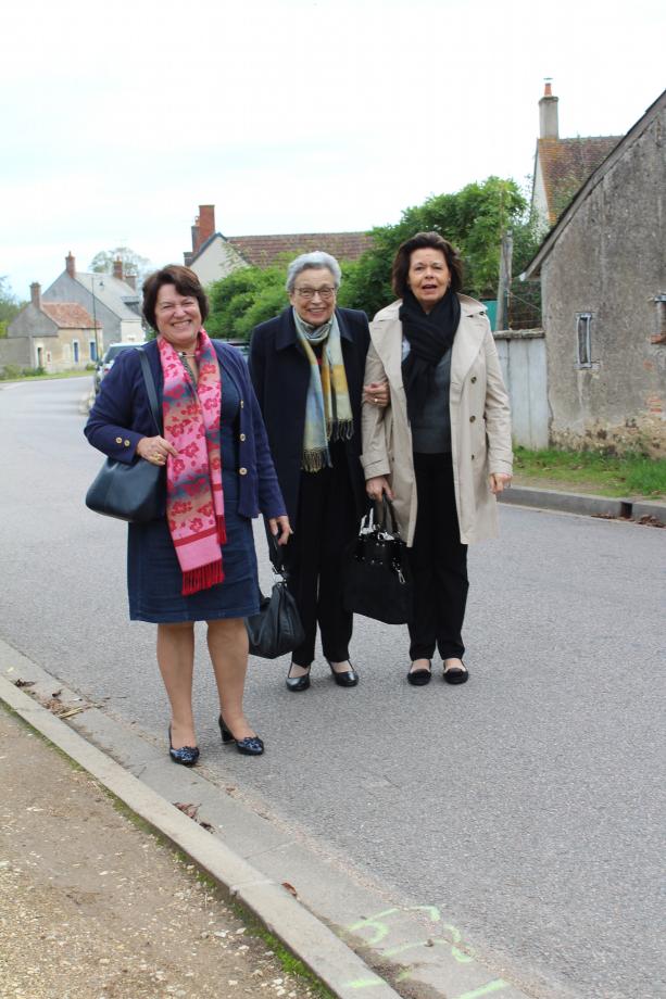 Françoise TESSIOT/REMANGEON et sa maman Mme REMANGEON au bras de Françoise BUGEAUD