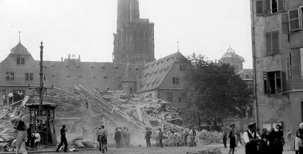 STRASBOURG SOUS LES BOMBARDEMENTS.jpg
