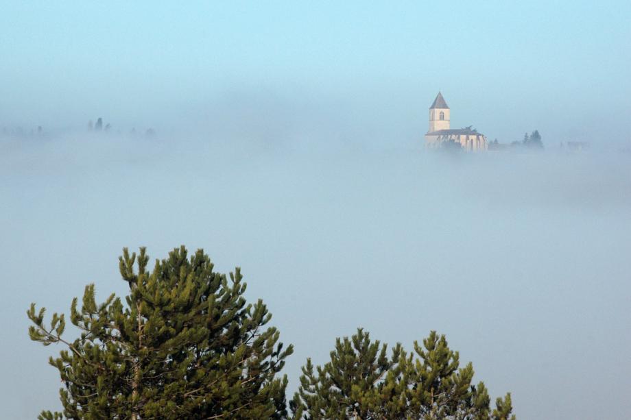 Belvès dans la brume - blog.jpg