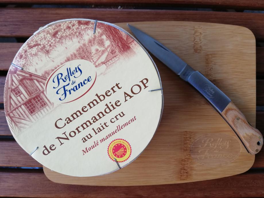 Camembert de Normandie Aop au lait cru Moulé manuellement  Fromagerie Gillot à St Hilaire de Briouze