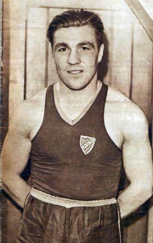 Roger_Michelot_champion_olympique_des_poids_mi-lourds_(JO_de_1936_Deutschlandhalle).jpg