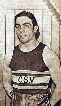 Jean_Despeaux_champion_olympique_des_poids_moyens_(JO_de_1936_Deutschlandhalle).jpg