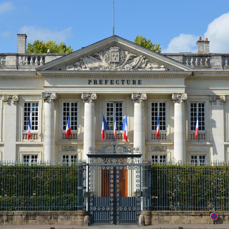 Hôtel_de_préfecture_de_la_Loire-Atlantique_(colonnes)_-_Nantes.jpg