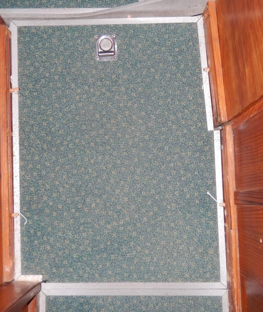 Planchers amovibles bloqués avec des chevilles