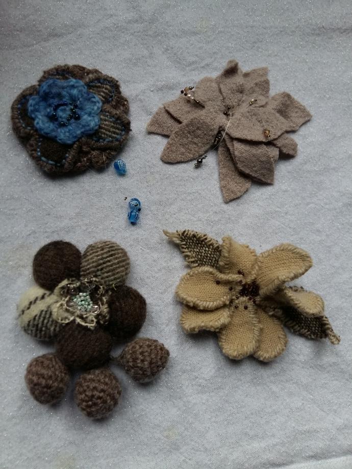 Fleurs brunes