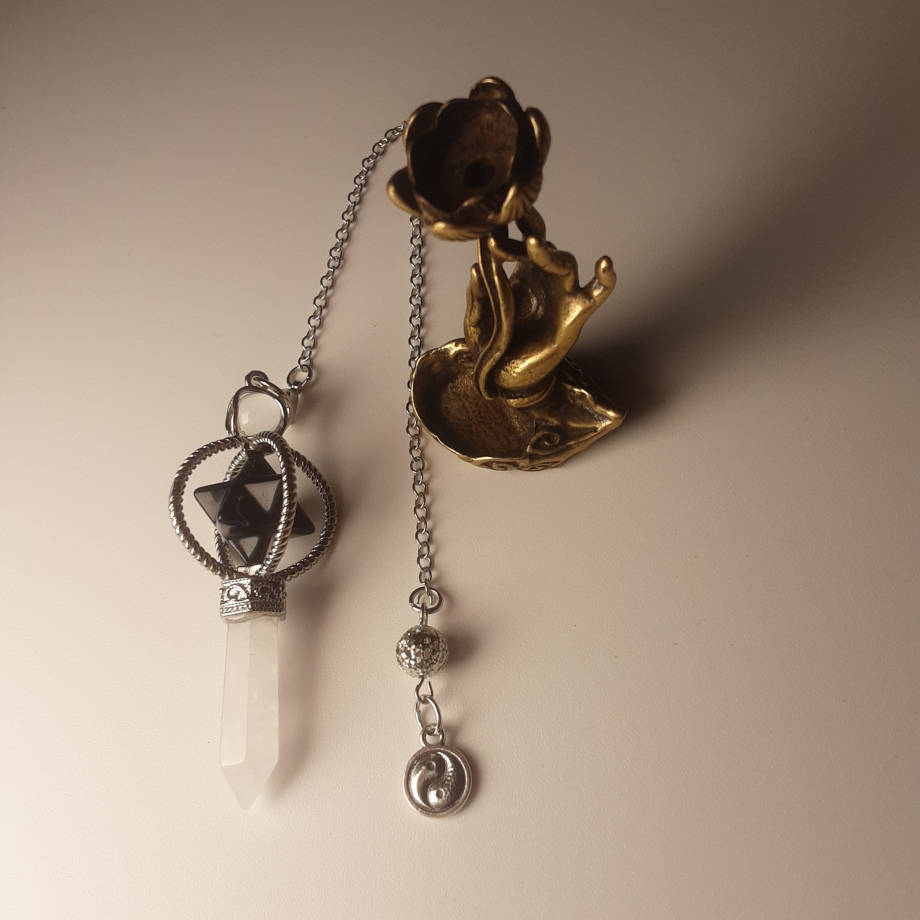 Pendule Merkaba onyx et quartz blanc nicole pierret