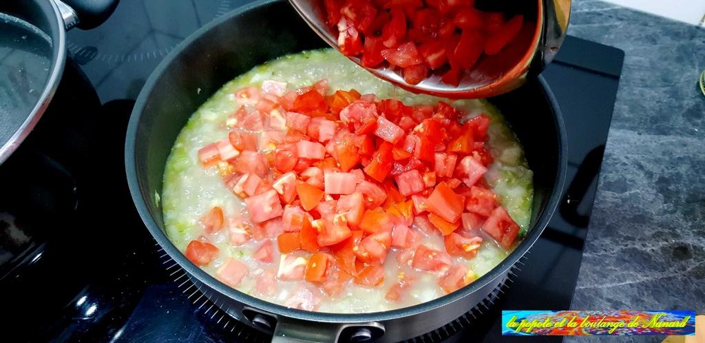Ajouter les dés de tomates