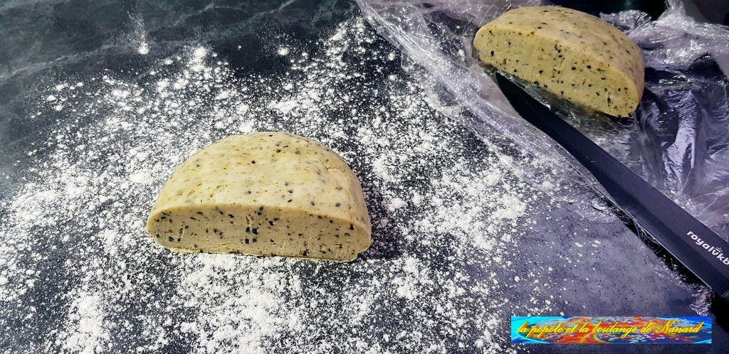 Diviser la pâte en deux