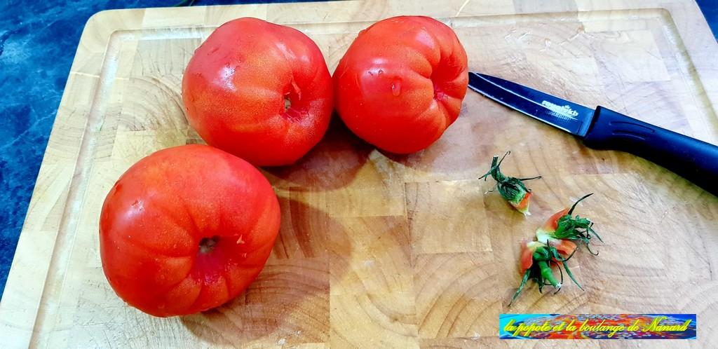 Enlever le pédoncule des tomates