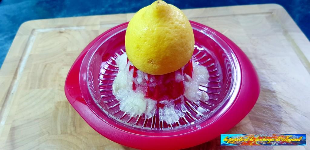 Presser le demi citron