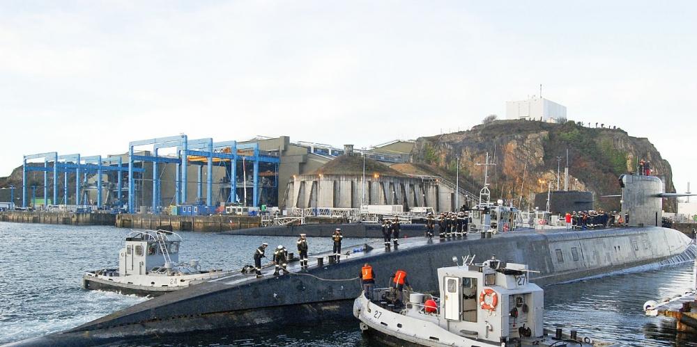 le-sous-marin-le-triomphant-sur-la-base-de-l-ile-longue-qui_4924140
