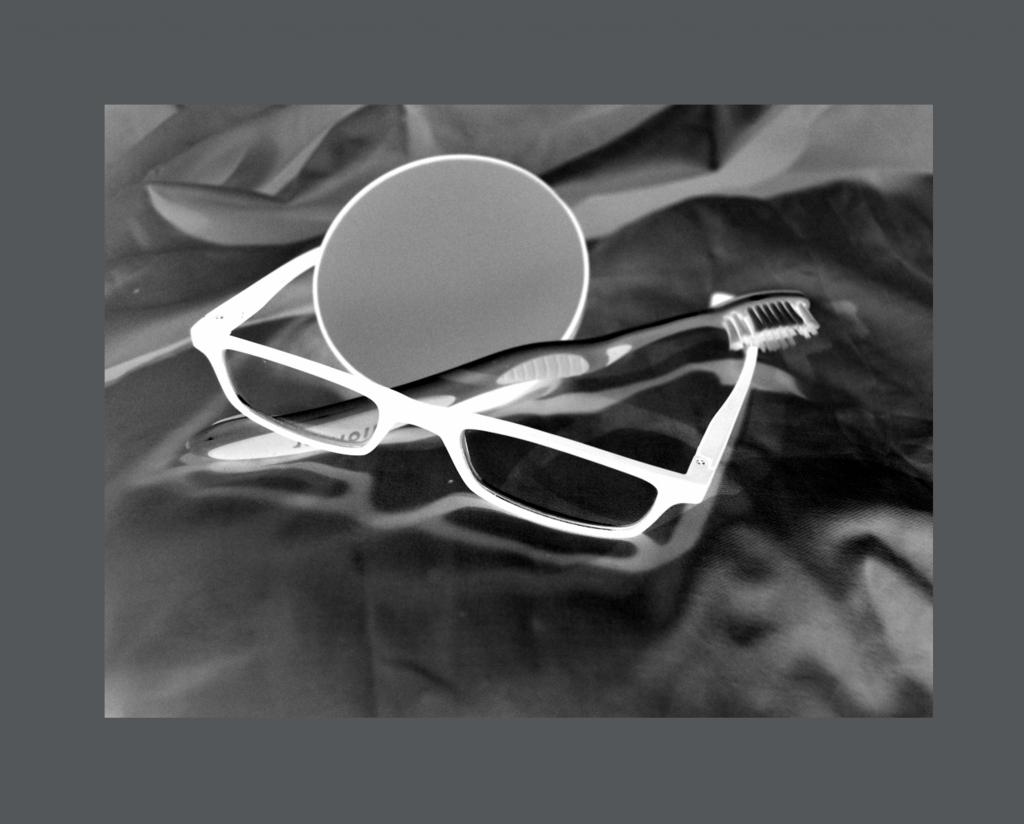 Miroir, lunette, brosse à dents (petite)