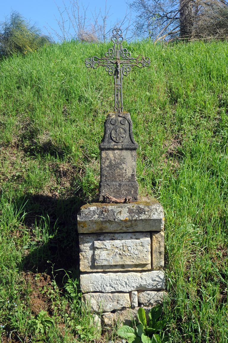 15 - Croix datée à St Germain de Belvès blog