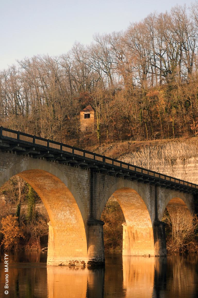 17 - Pont de Vic -  01