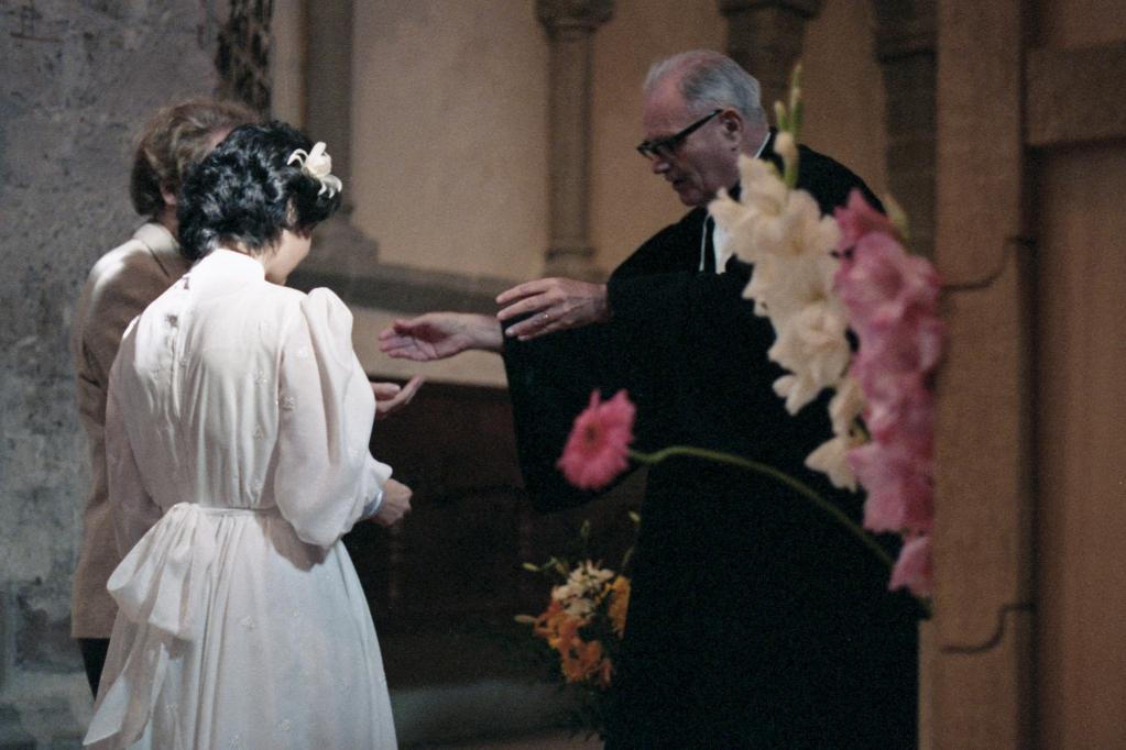 841013.12B6N - St-Prex, église - Serge et Sylviane, le pasteur, mariage (photo Charles Estermann)